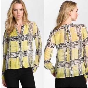 Diane Von Furstenberg 100% silk blouse sz 10.